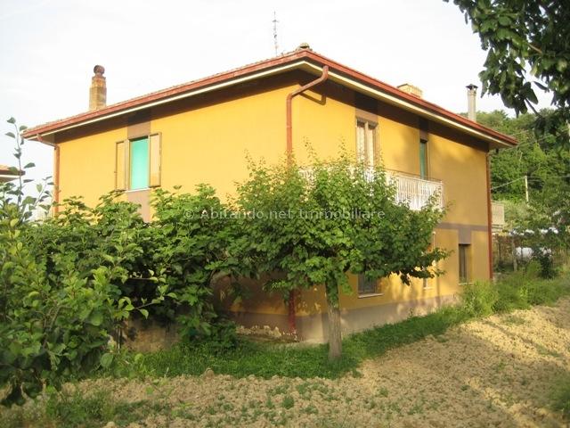Soluzione Indipendente in vendita a Penne, 5 locali, prezzo € 149.000 | Cambio Casa.it