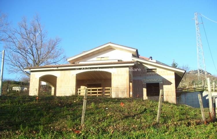 Villa in vendita a Civitella Casanova, 10 locali, zona Zona: Vestea, prezzo € 130.000 | Cambio Casa.it