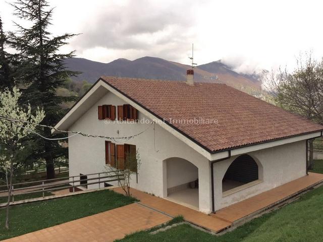 Villa in vendita a Villa Celiera, 10 locali, prezzo € 185.000 | Cambio Casa.it