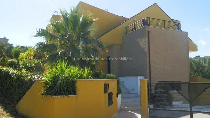 Villa in vendita a Casalincontrada, 11 locali, prezzo € 345.000 | Cambio Casa.it