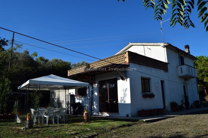 Soluzione Indipendente in vendita a Collecorvino, 7 locali, prezzo € 185.000 | CambioCasa.it