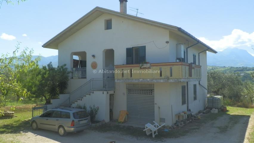 Soluzione Indipendente in vendita a Penne, 5 locali, prezzo € 198.000 | Cambio Casa.it