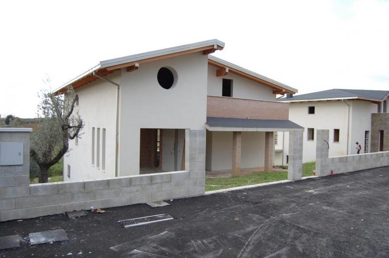 Villa in vendita a Pescara, 8 locali, zona Località: zonacollinarePescara/s.silvestro, Trattative riservate | Cambio Casa.it