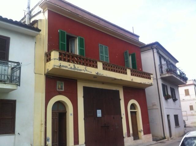Soluzione Indipendente in vendita a Pianella, 7 locali, prezzo € 240.000 | Cambio Casa.it