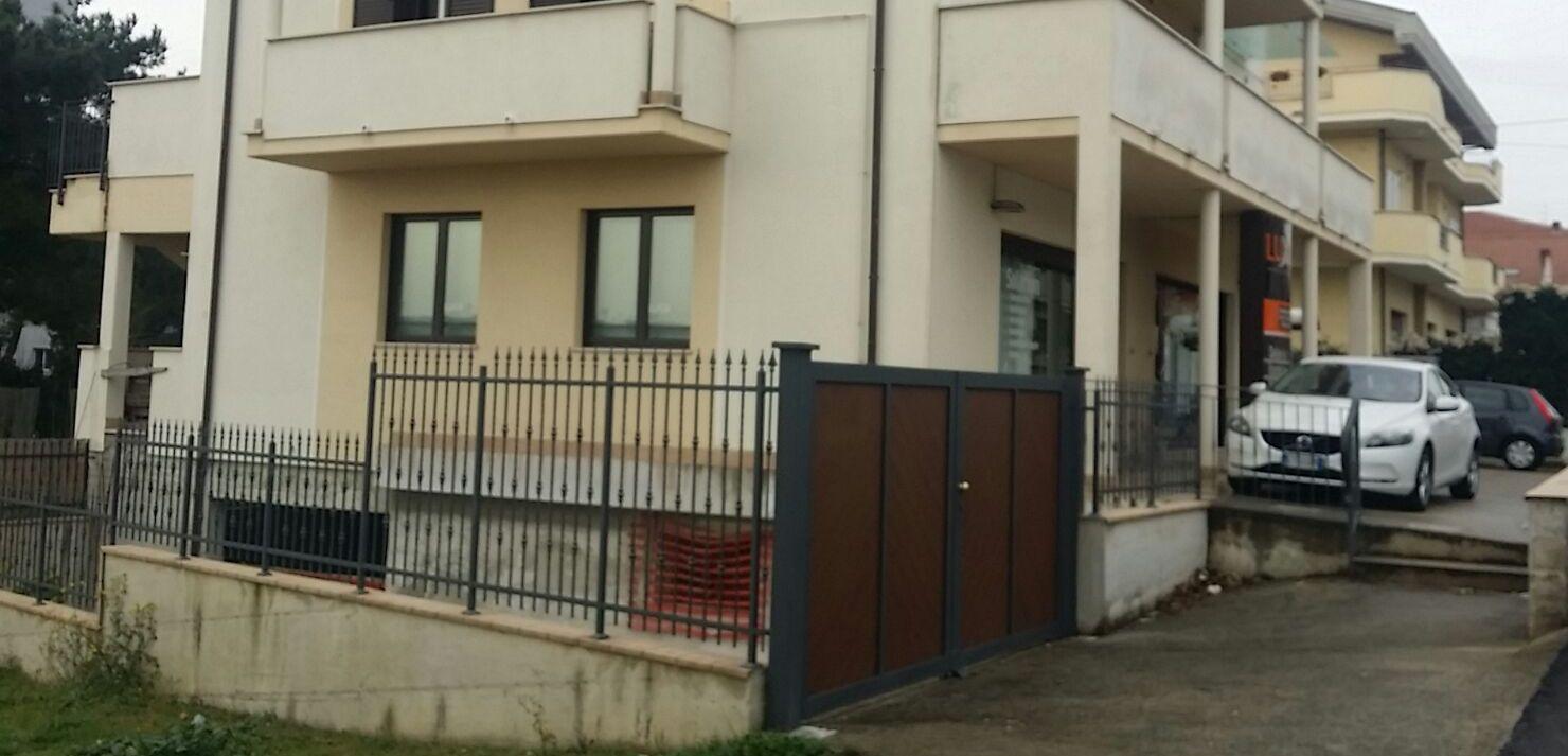 Magazzino in vendita a Pescara, 1 locali, zona Località: ZonaOspedale, prezzo € 160.000 | CambioCasa.it