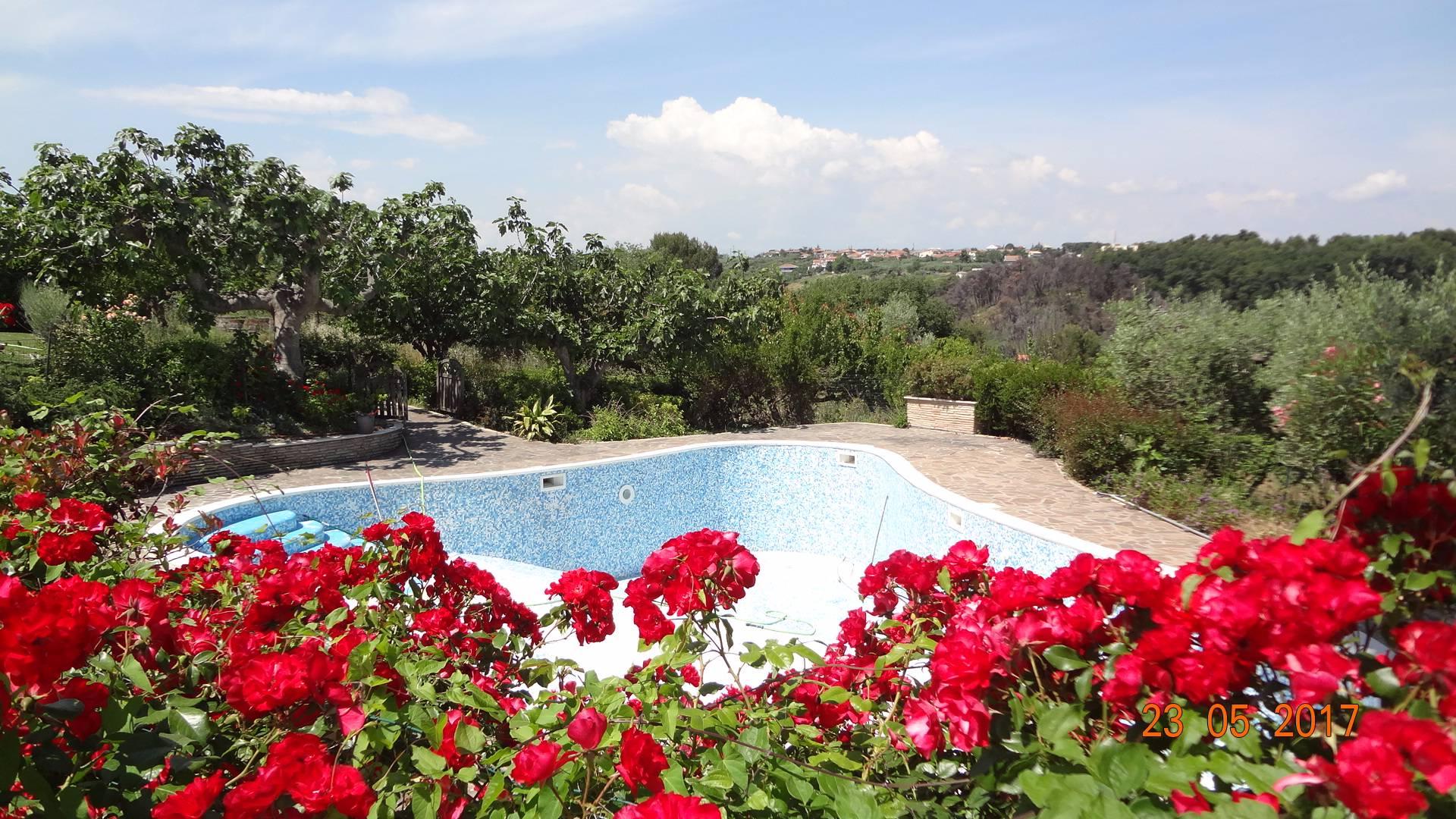 Villa in vendita a Francavilla al Mare, 20 locali, Trattative riservate | CambioCasa.it