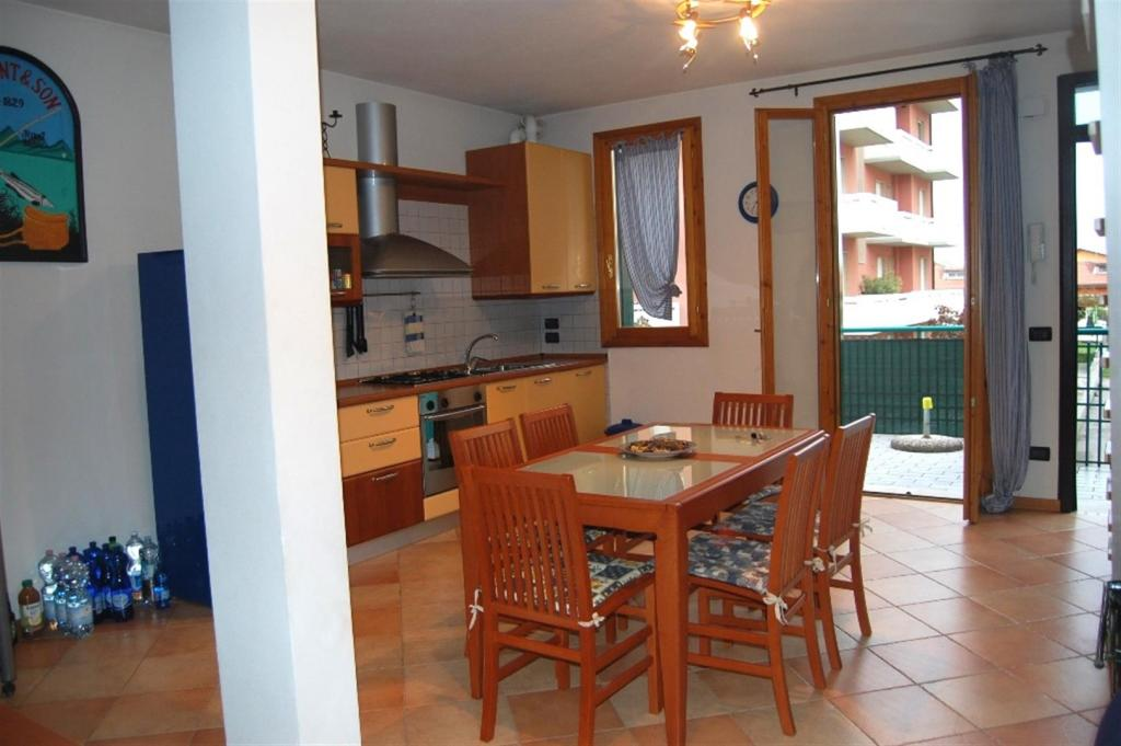 Appartamento in vendita a Jesolo, 5 locali, zona Località: PiazzaMilano, prezzo € 250.000 | Cambio Casa.it