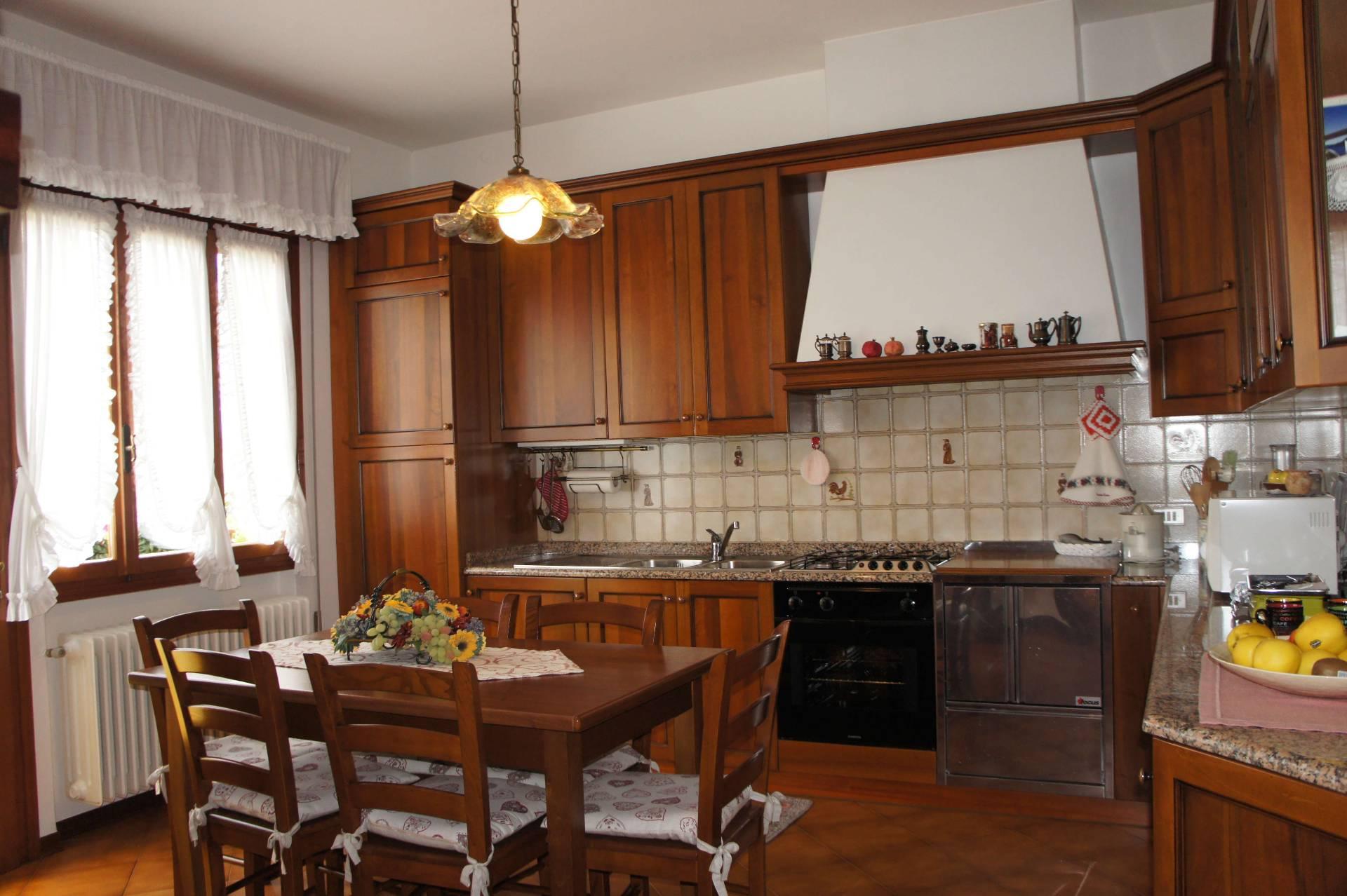 Villa in vendita a Fossalta di Piave, 12 locali, zona Località: Centro, prezzo € 199.000 | CambioCasa.it