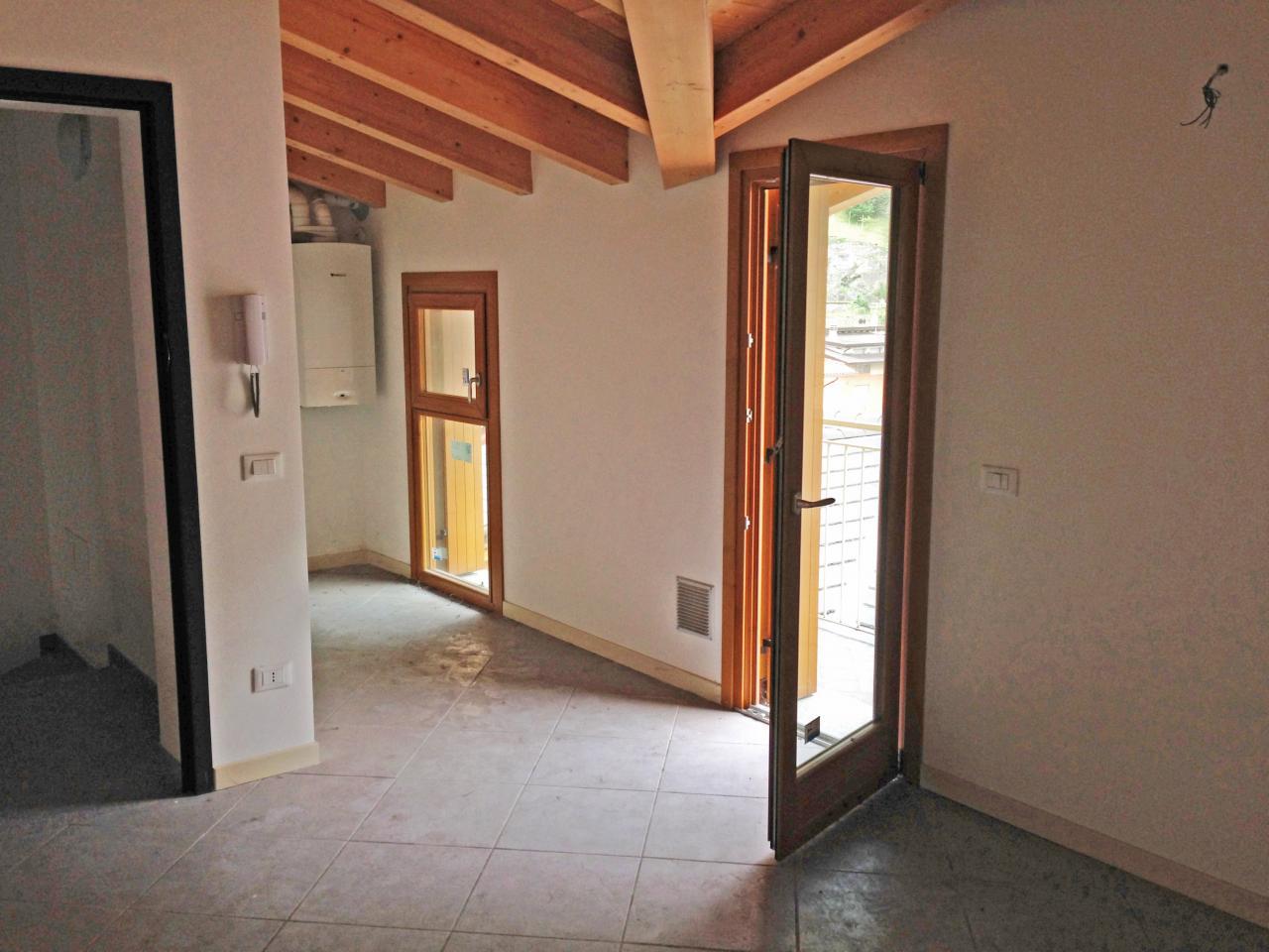 Appartamento in vendita a Piancogno, 4 locali, prezzo € 88.000 | CambioCasa.it