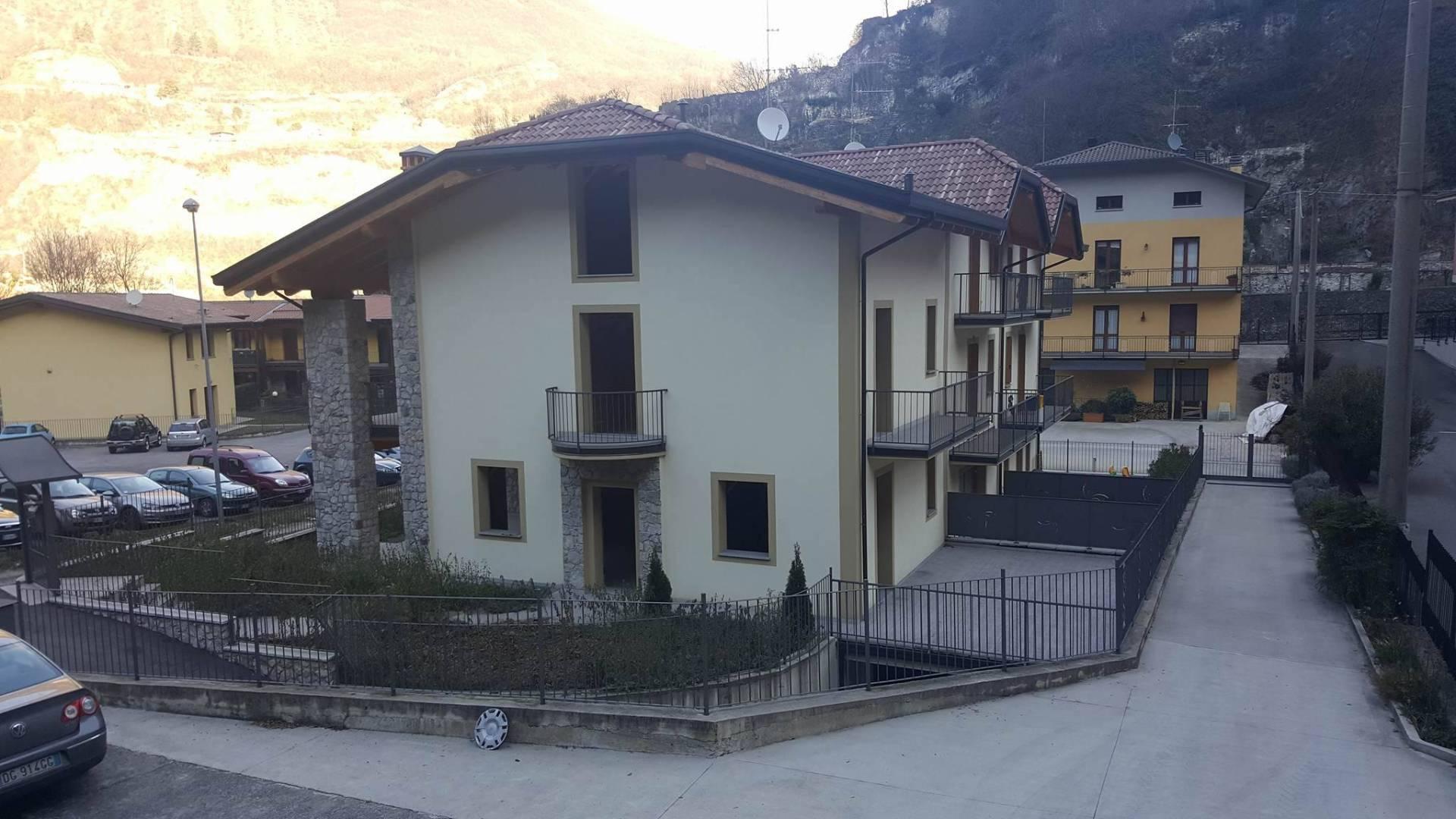 Villa a Schiera in vendita a Breno, 6 locali, prezzo € 180.000 | Cambio Casa.it