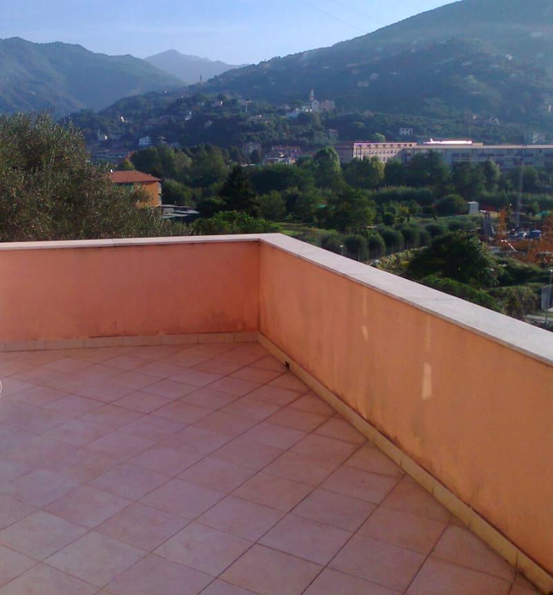Appartamento in vendita a Chiavari, 4 locali, zona Località: caperana, prezzo € 300.000 | Cambio Casa.it