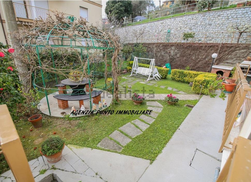 Appartamento in vendita a Chiavari, 5 locali, zona Zona: Maxena, prezzo € 300.000 | CambioCasa.it