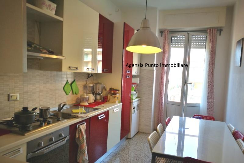 Appartamento in affitto a Chiavari, 5 locali, zona Località: Centro, prezzo € 700 | CambioCasa.it