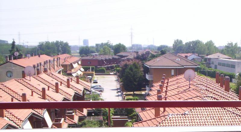 Bilocale Arese Via Valera 7