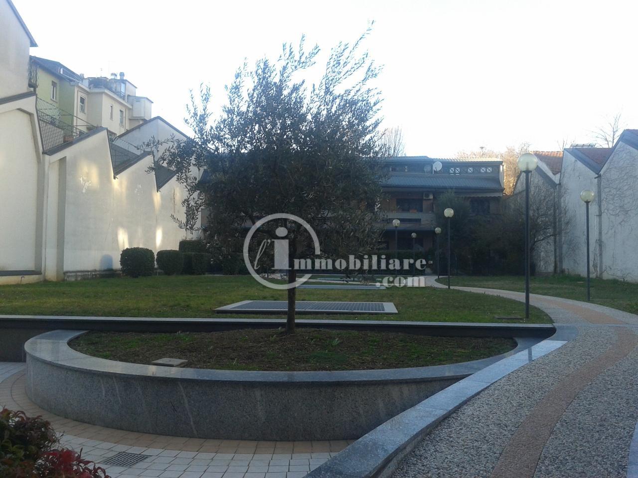 Bilocale Milano Via Giambellino 2