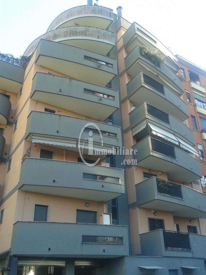 Bilocale Milano Via Giambellino 8