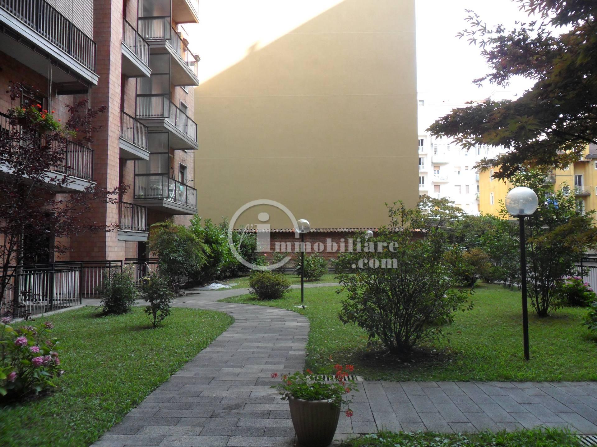 Bilocale Milano Via Lorenteggio 4