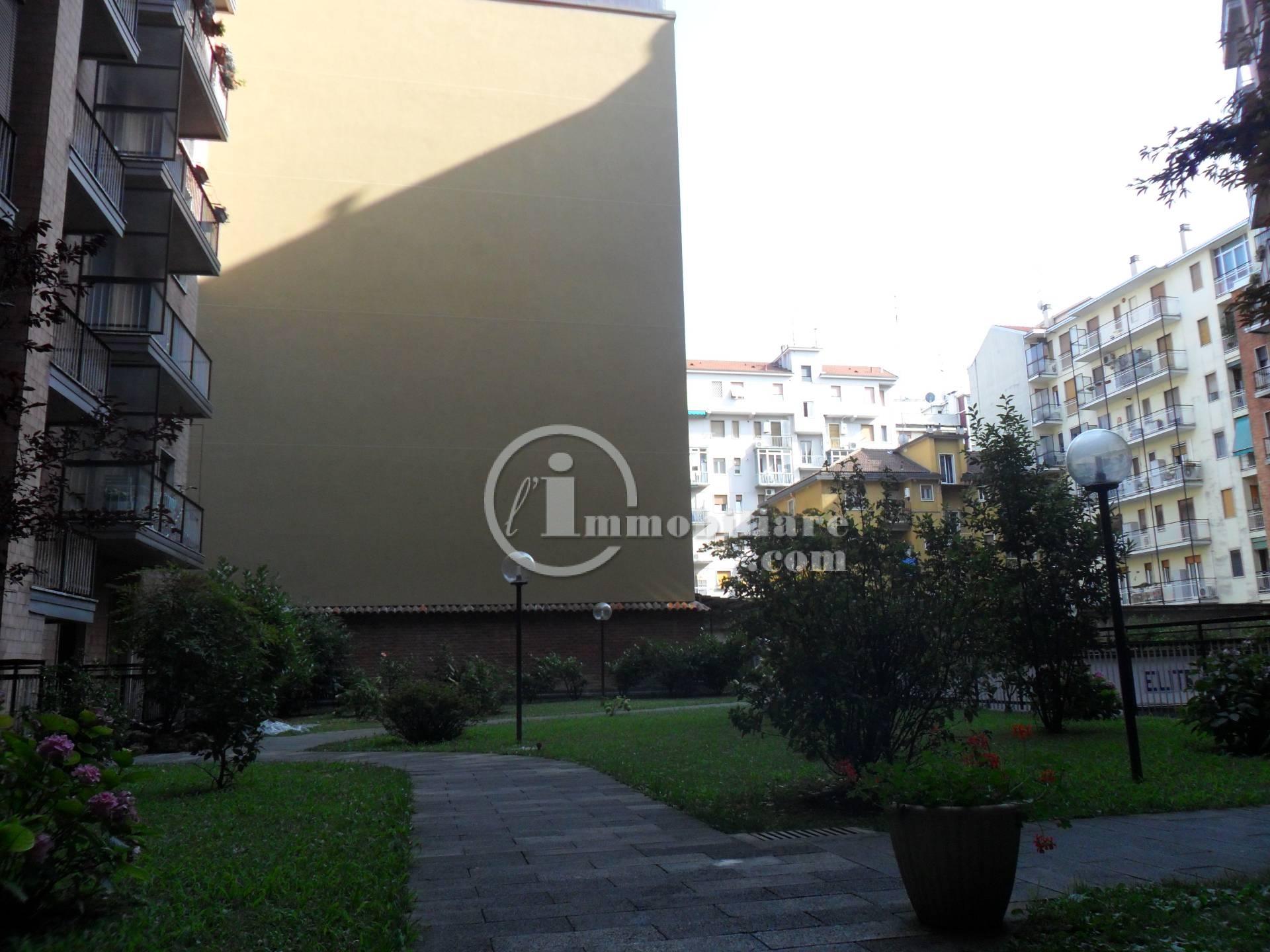 Bilocale Milano Via Lorenteggio 5