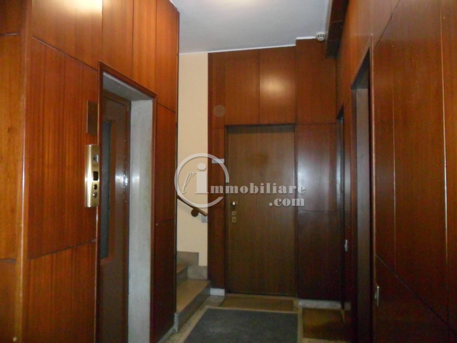 Bilocale Milano Via Lorenteggio 9