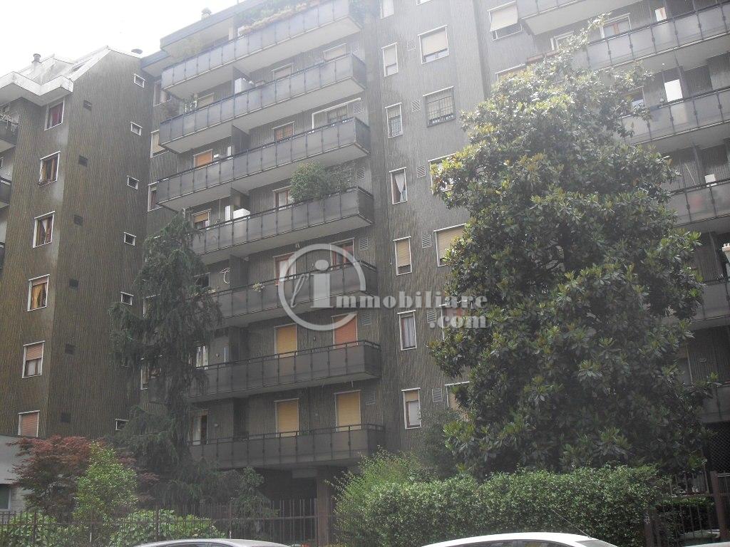 Bilocale Milano Via Raffaello Sanzio 1