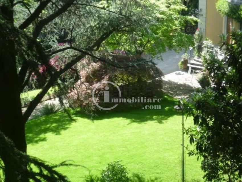 Appartamento in Vendita a Como: 4 locali, 120 mq