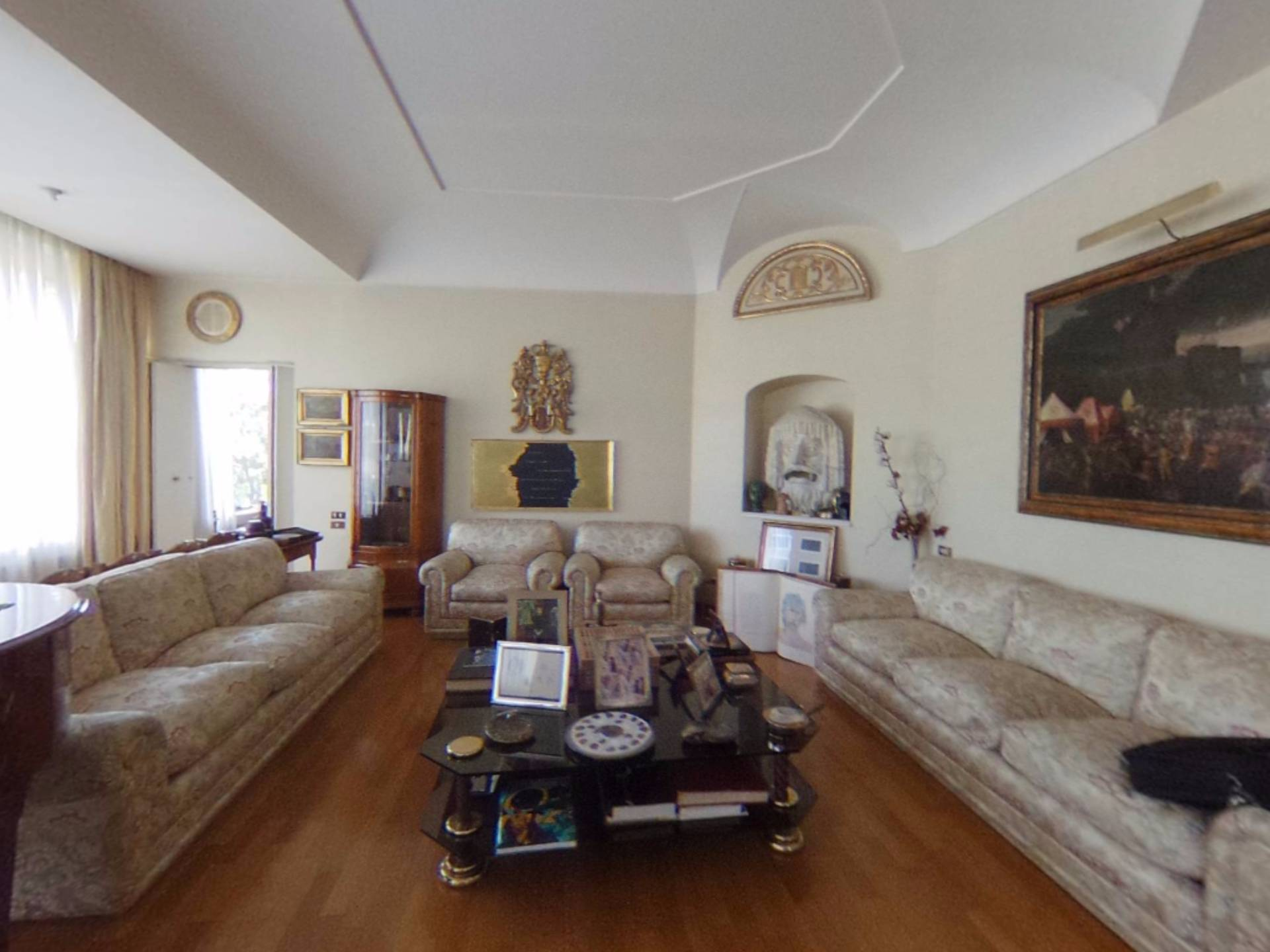 Appartamento in Vendita a Roma via della fonte di fauno