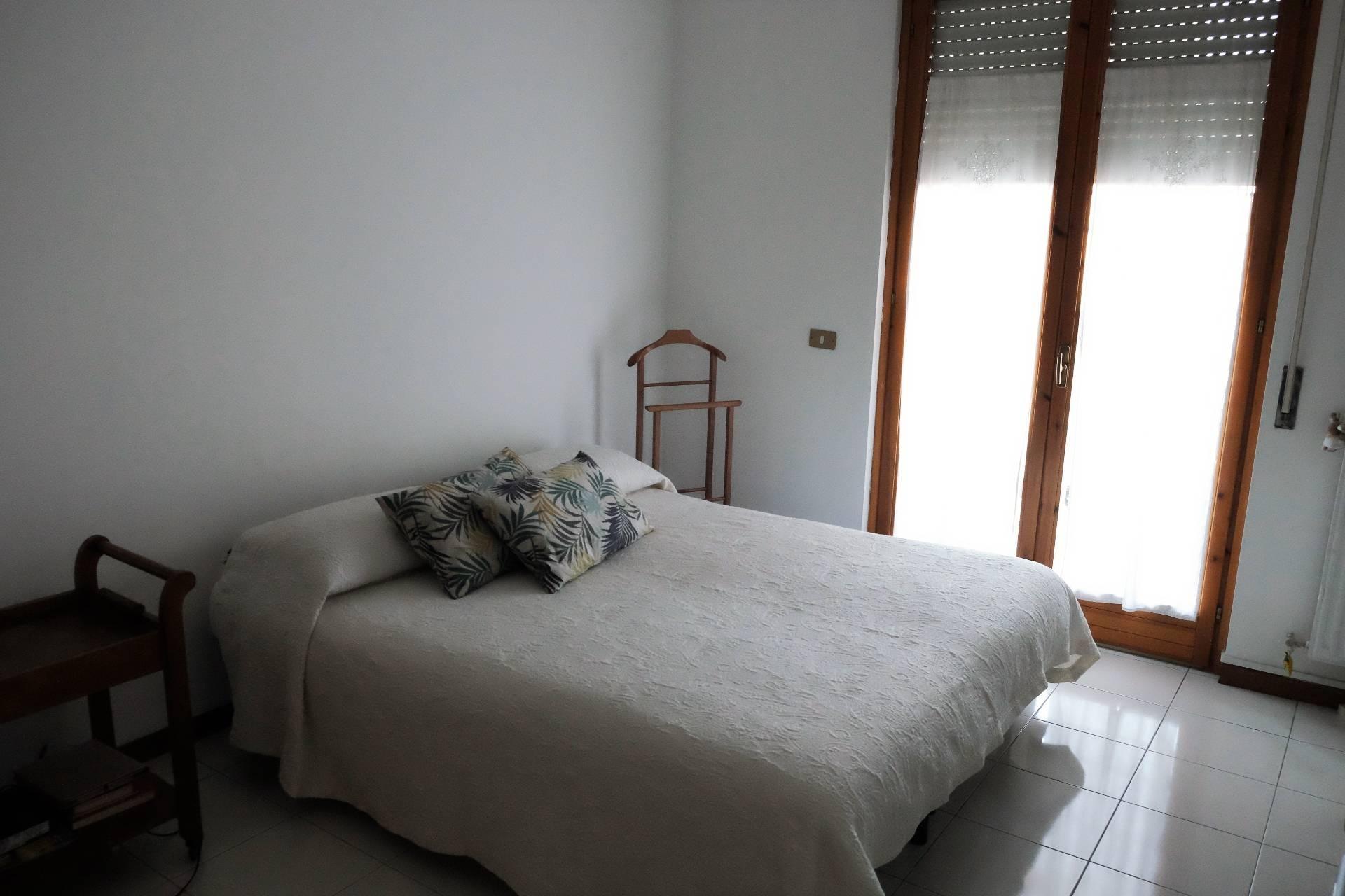 Appartamento in Affitto a Roma 23 Eur / Torrino: 2 locali, 70 mq