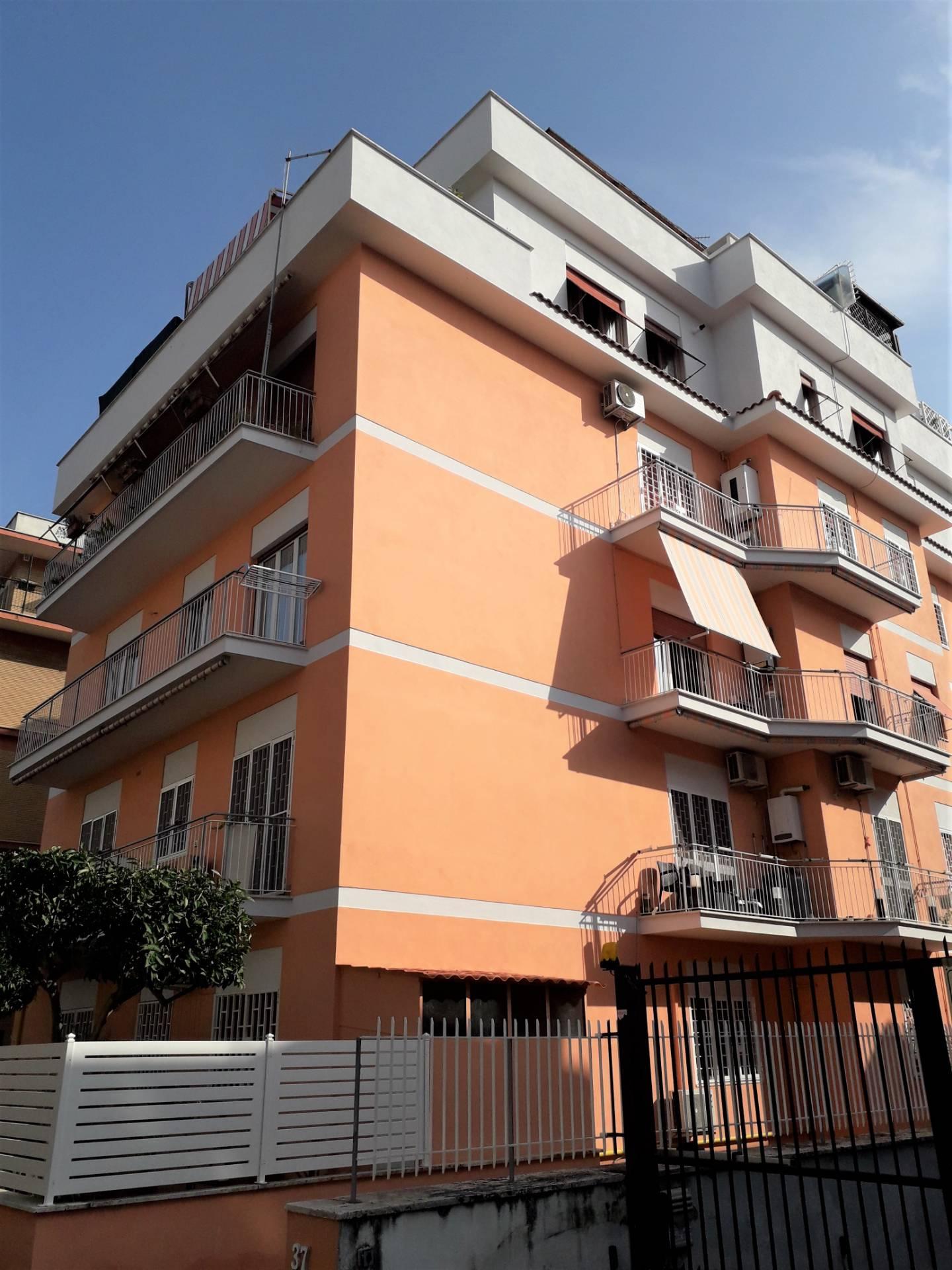 Attico in Affitto a Roma 35 Torre Vecchia / Pineta Sacchetti: 3 locali, 80 mq