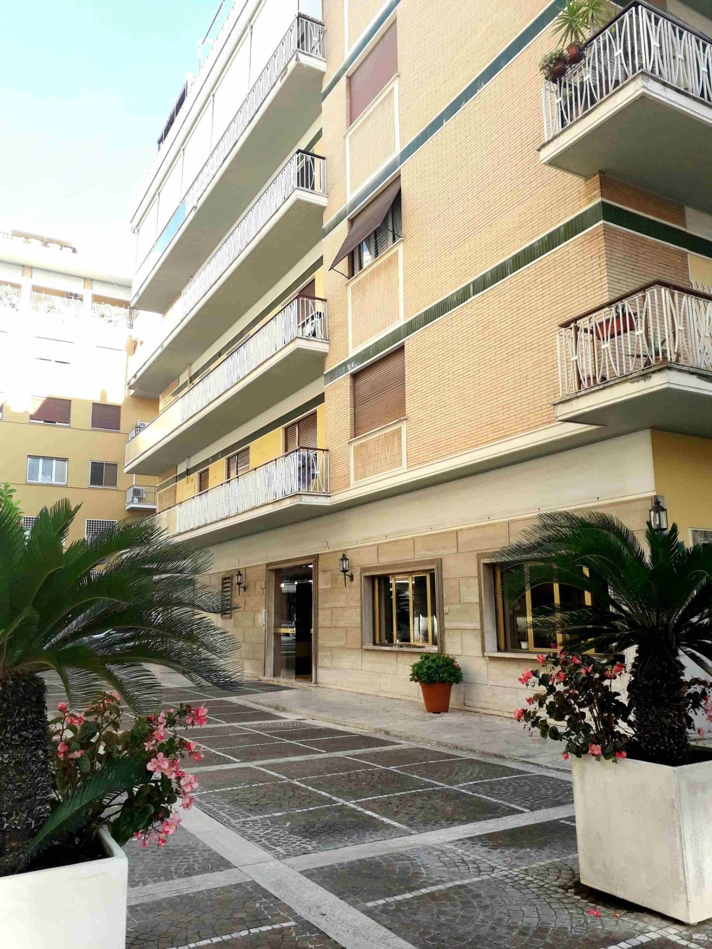 Appartamento in Affitto a Roma: 5 locali, 140 mq