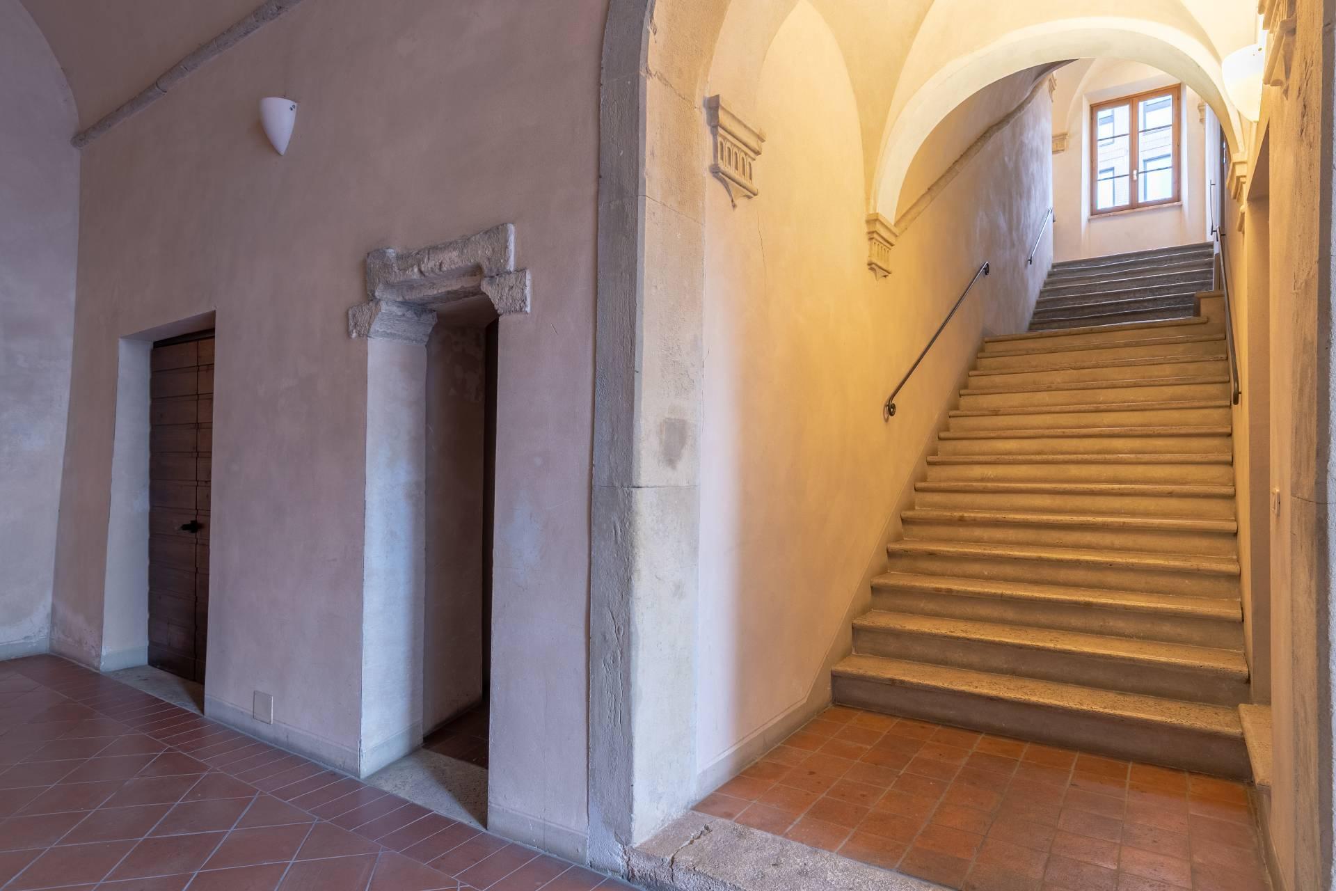 Appartamento in Vendita a Colle Di Val D'Elsa: 5 locali, 230 mq