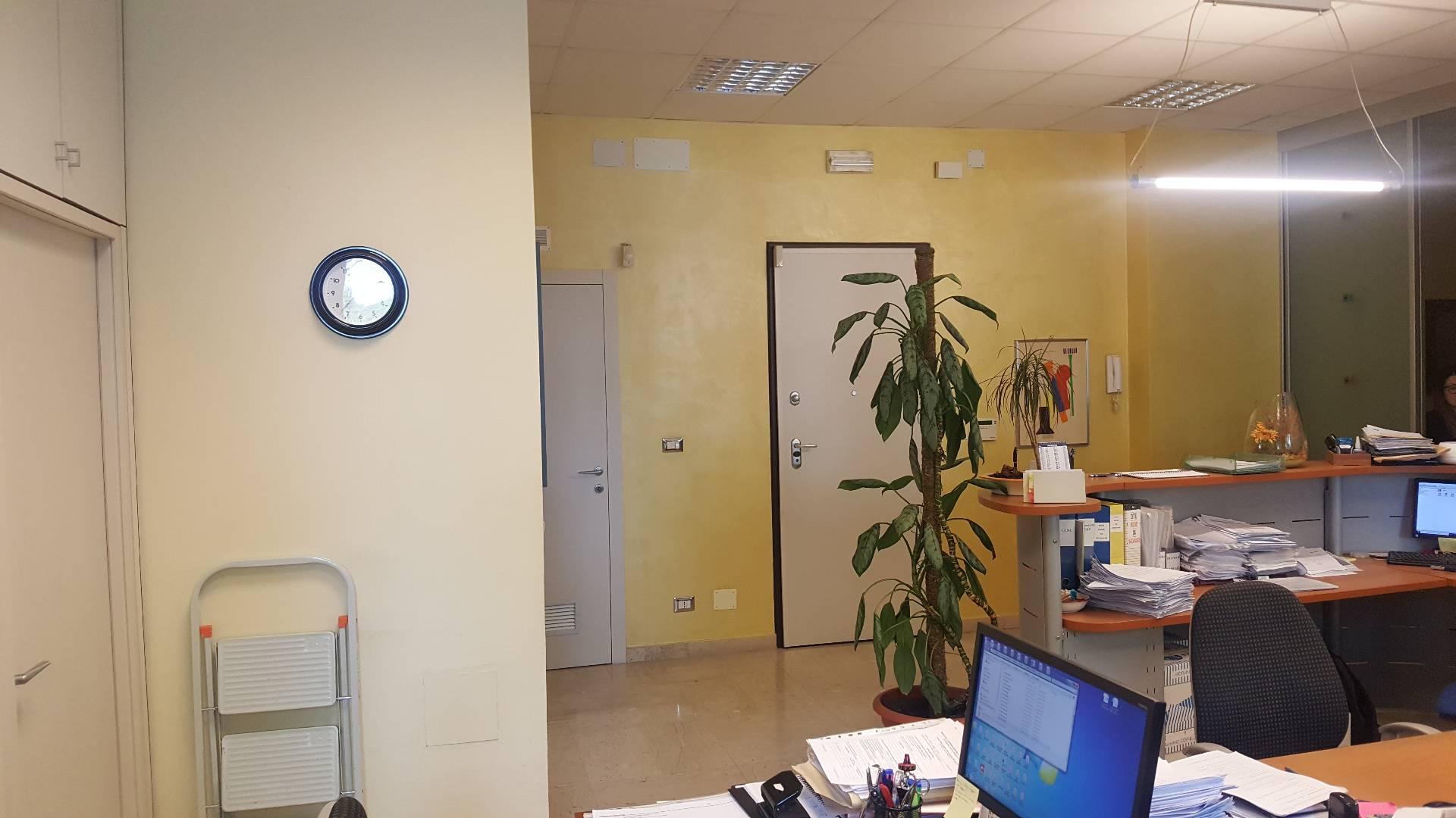 Ufficio-studio in Affitto a Torino: 5 locali, 130 mq
