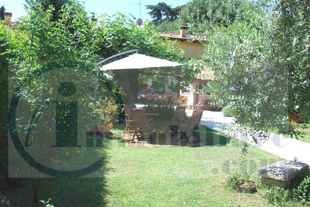 Rustico / Casale in vendita a Verona, 8 locali, zona Zona: 5 . Quinzano - Pindemonte - Ponte Crencano - Valdonega - Avesa , Trattative riservate   Cambio Casa.it