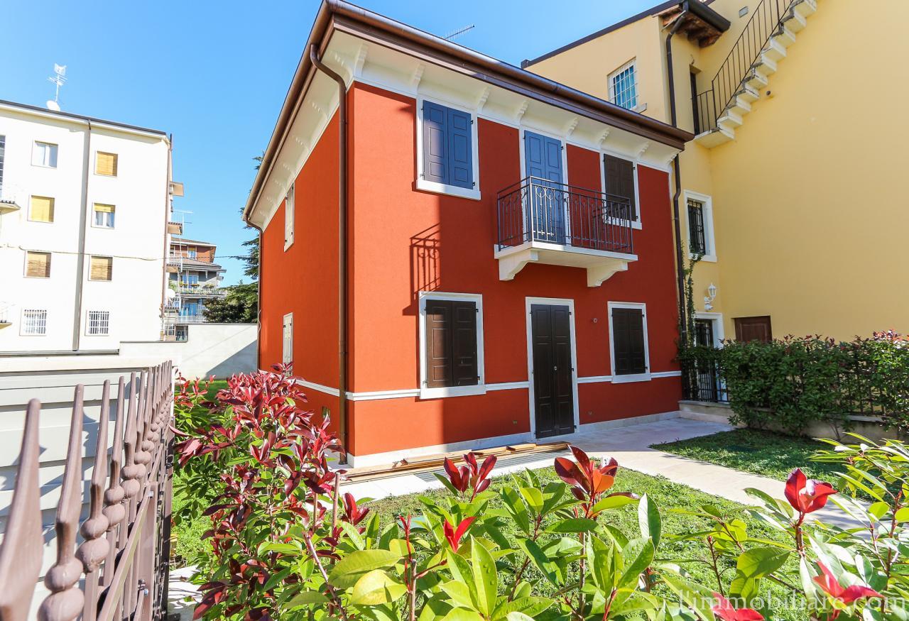 Villa in Vendita a Verona Semicentro Nord: 5 locali, 197 mq