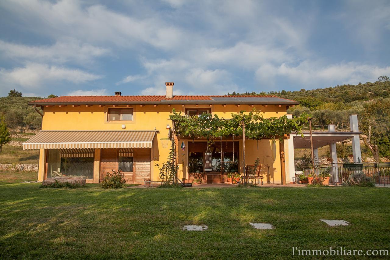 Villa in vendita a Verona, 6 locali, zona Zona: 5 . Quinzano - Pindemonte - Ponte Crencano - Valdonega - Avesa , prezzo € 525.000 | Cambio Casa.it