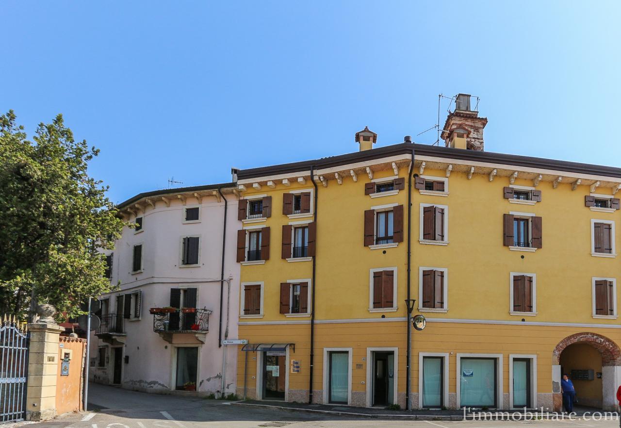 Negozio / Locale in affitto a San Pietro in Cariano, 9999 locali, zona Zona: Pedemonte, prezzo € 550 | CambioCasa.it
