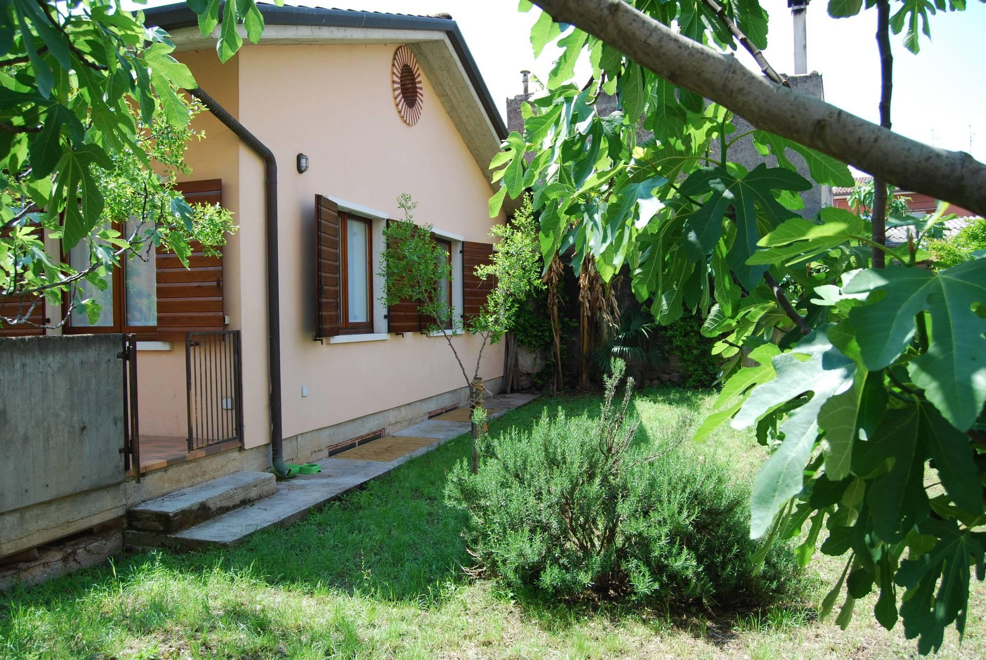 Soluzione Indipendente in vendita a Verona, 7 locali, zona Località: SanMassimo, prezzo € 470.000 | Cambio Casa.it