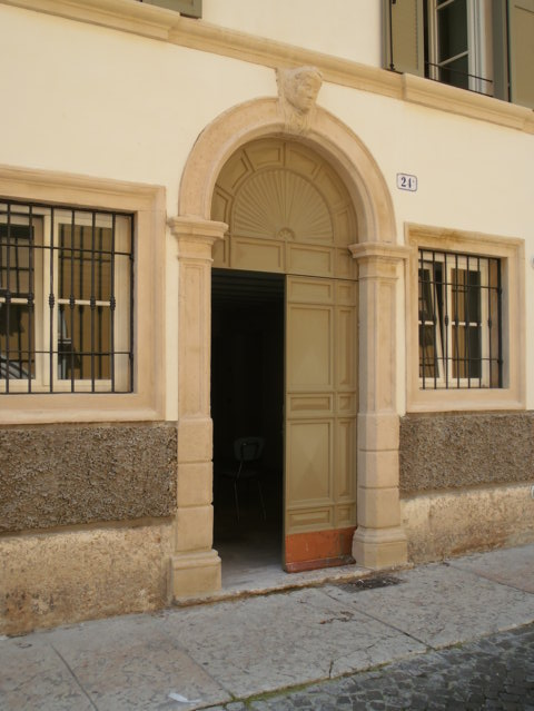 Bilocale Verona Via Trezza 1