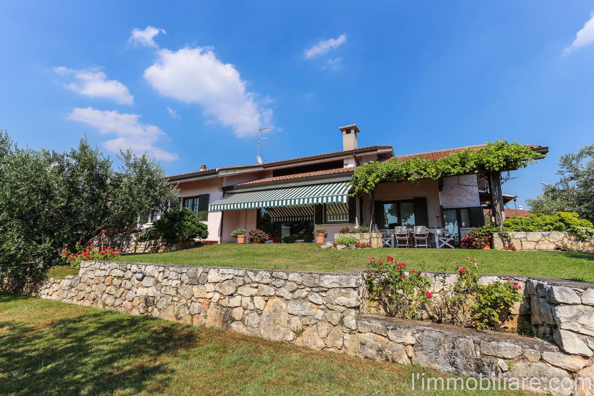 Villa in vendita a Verona, 10 locali, zona Località: Montericco, Trattative riservate | Cambio Casa.it