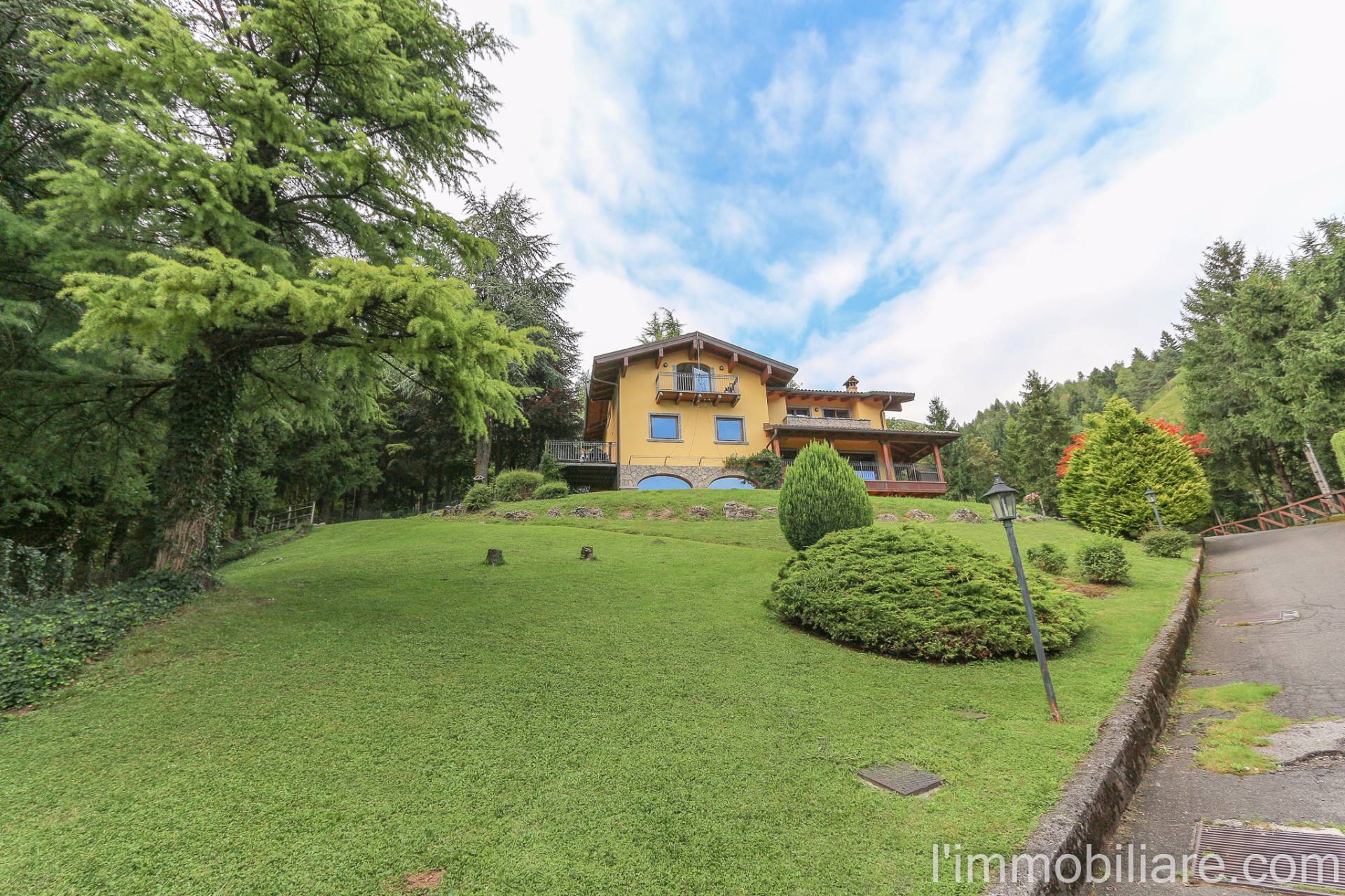 Villa in Vendita a Rovetta