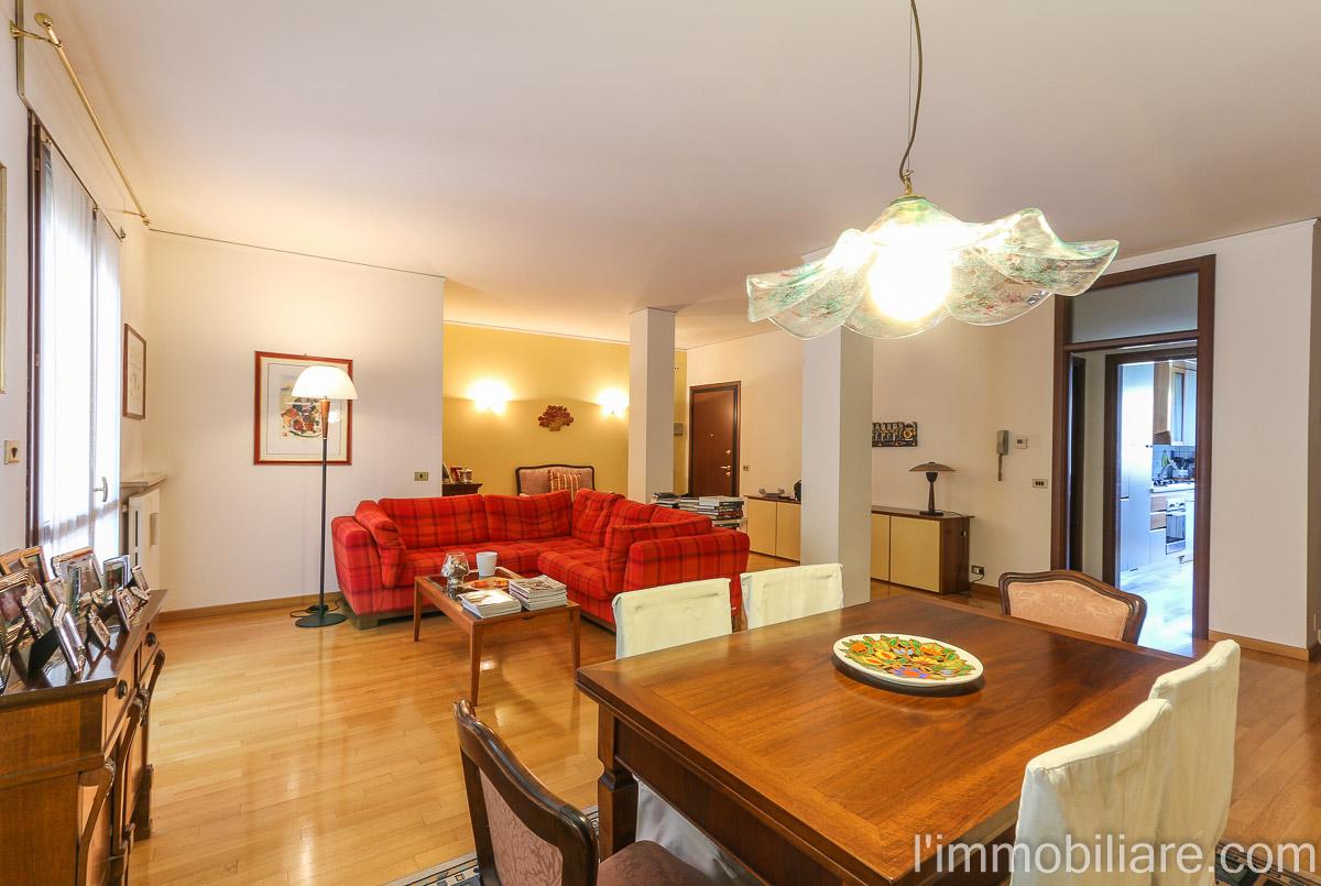 Appartamento in Vendita a Verona Semicentro Nord: 5 locali, 245 mq