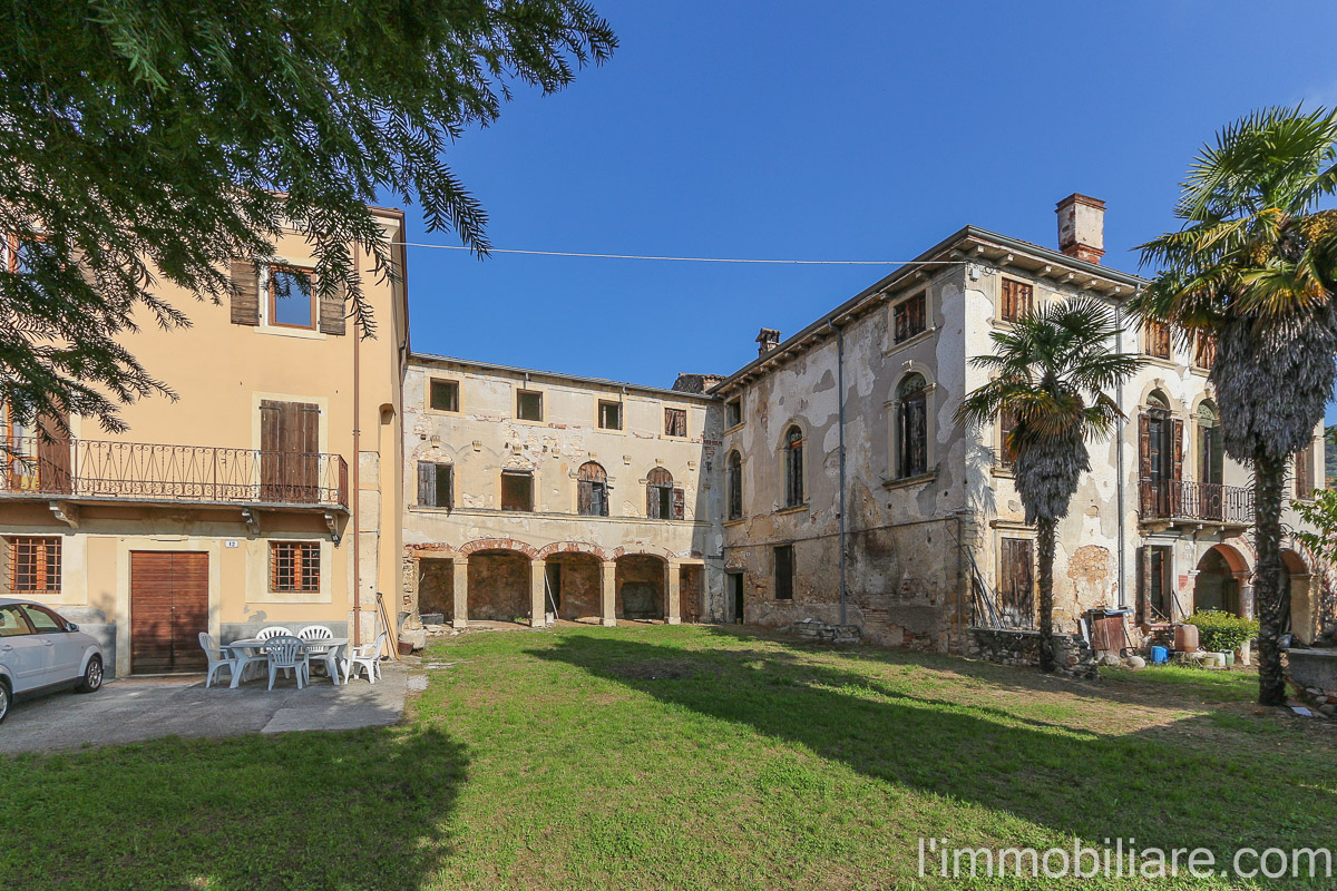Villa in vendita a Verona, 35 locali, zona Zona: 5 . Quinzano - Pindemonte - Ponte Crencano - Valdonega - Avesa , Trattative riservate | CambioCasa.it