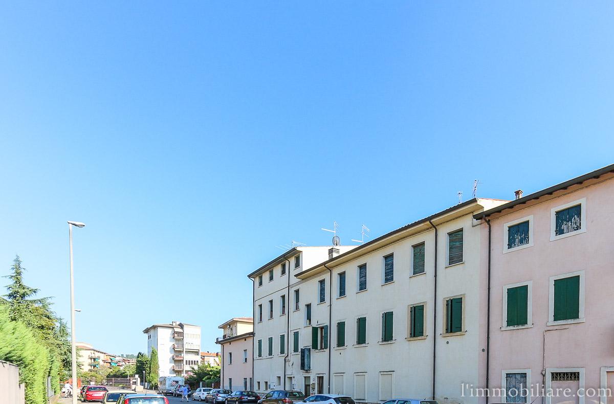 Appartamento in affitto a Verona, 4 locali, zona Località: PonteCrencano, prezzo € 590 | Cambio Casa.it
