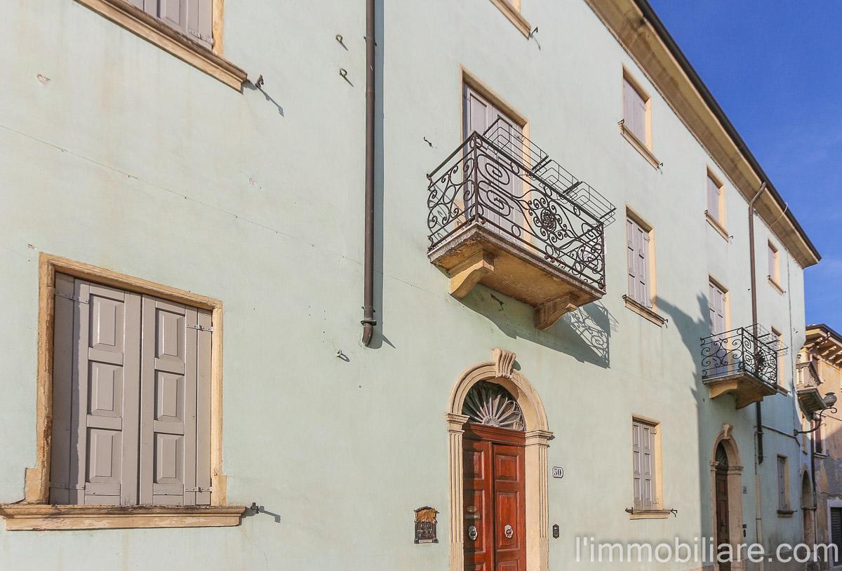 Soluzione Indipendente in vendita a San Pietro in Cariano, 11 locali, zona Località: Centro, prezzo € 530.000 | Cambio Casa.it
