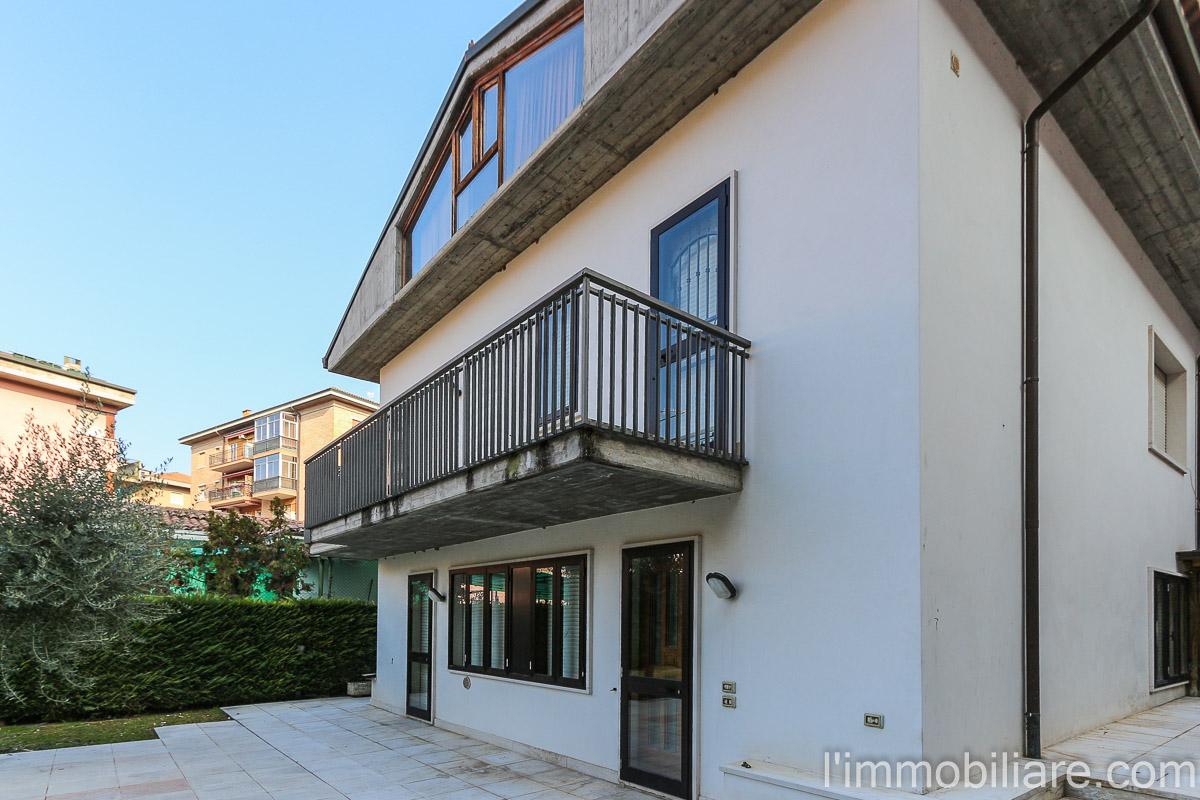 Villa in vendita a Verona, 5 locali, zona Zona: 5 . Quinzano - Pindemonte - Ponte Crencano - Valdonega - Avesa , prezzo € 450.000 | CambioCasa.it