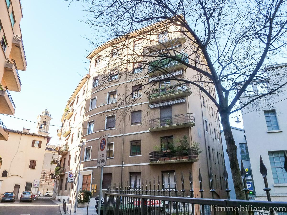 Appartamento in Affitto a Verona Centro: 5 locali, 140 mq
