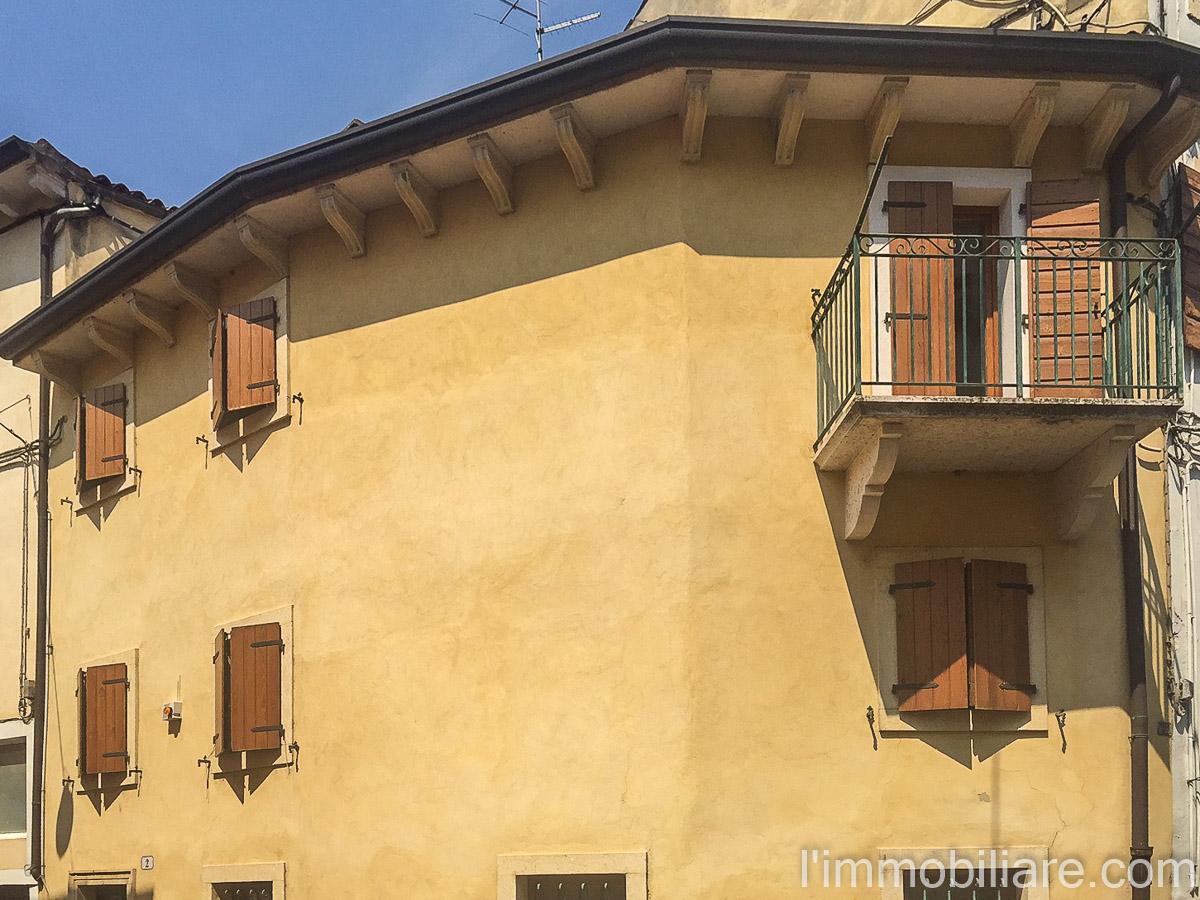 Soluzione Indipendente in affitto a Verona, 4 locali, zona Zona: 5 . Quinzano - Pindemonte - Ponte Crencano - Valdonega - Avesa , prezzo € 650 | CambioCasa.it