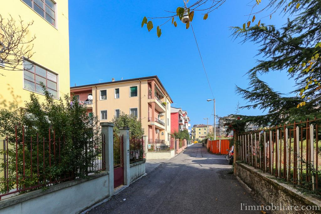 Appartamento in vendita a Verona, 4 locali, zona Località: PonteCrencano, prezzo € 120.000 | CambioCasa.it