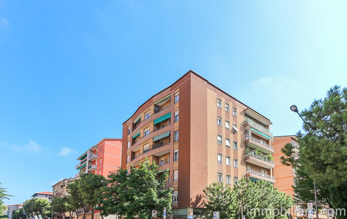 Appartamento in vendita a Verona, 4 locali, zona Località: PonteCatena, prezzo € 175.000 | CambioCasa.it