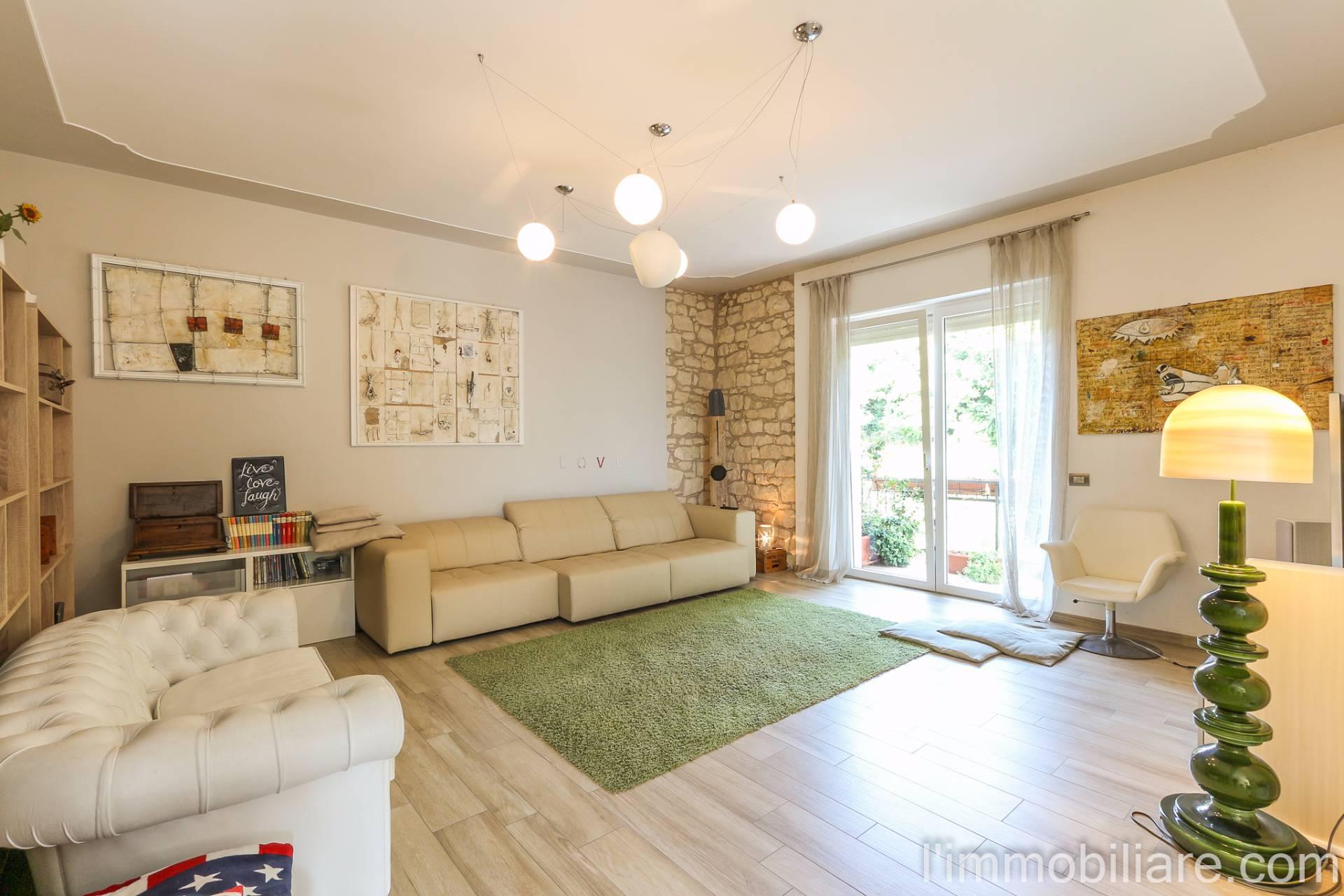 Appartamento in Vendita a Verona Periferia Nord: 5 locali, 203 mq
