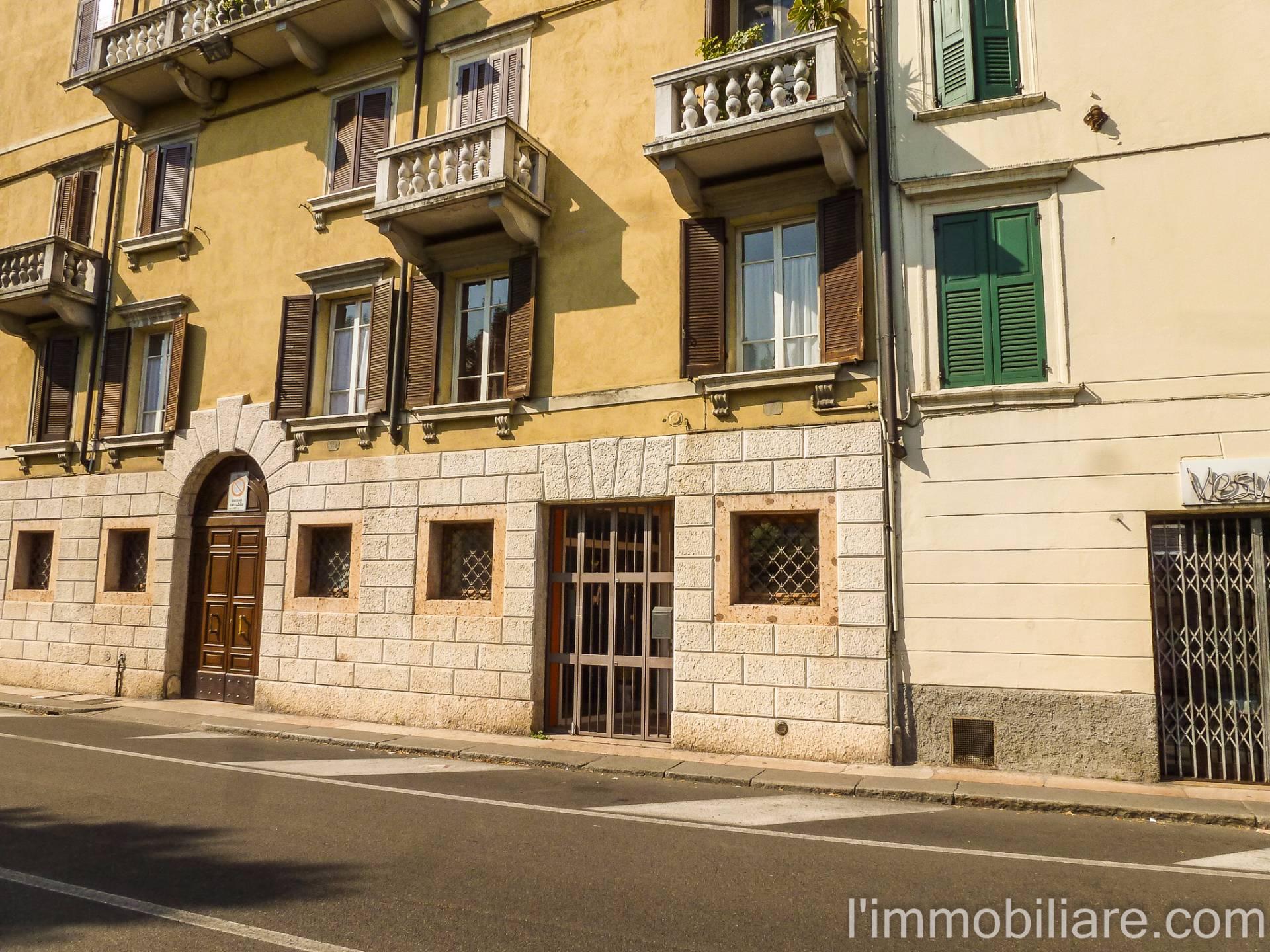 Negozio / Locale in affitto a Verona, 9999 locali, zona Località: SanZeno, prezzo € 1.200 | CambioCasa.it